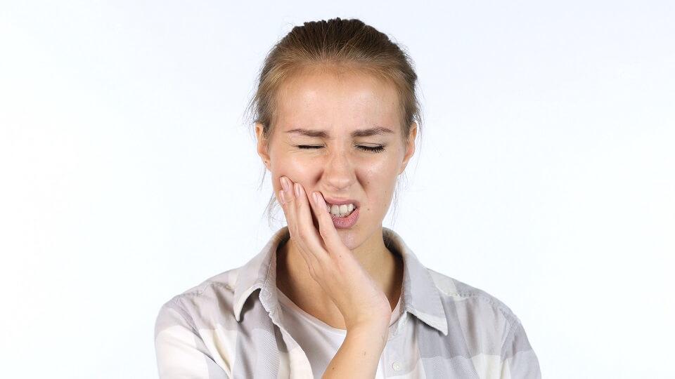 ホワイトニングのお薬が歯にしみることがあります